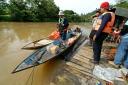 2 perahu ces yang akan membawa kami menyusuri sungai Bengalon
